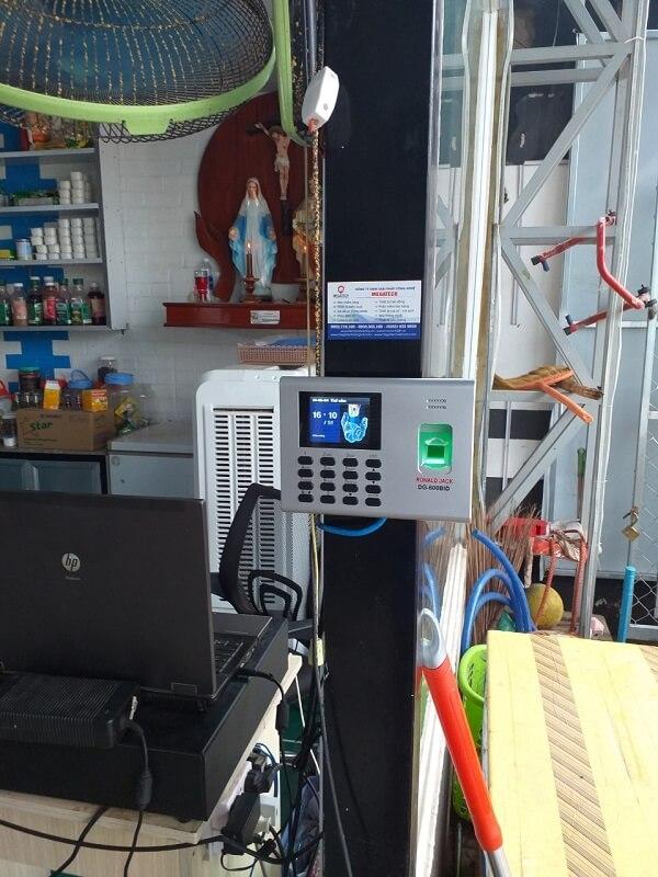 lắp đặt máy chấm công vân tay Ronald Jack DG-600BID